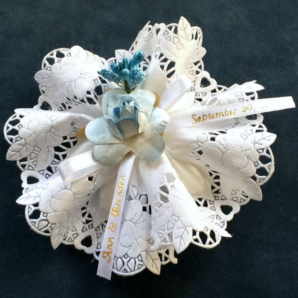 Ninfa Ribbon Flower with 5 Jordan Almonds