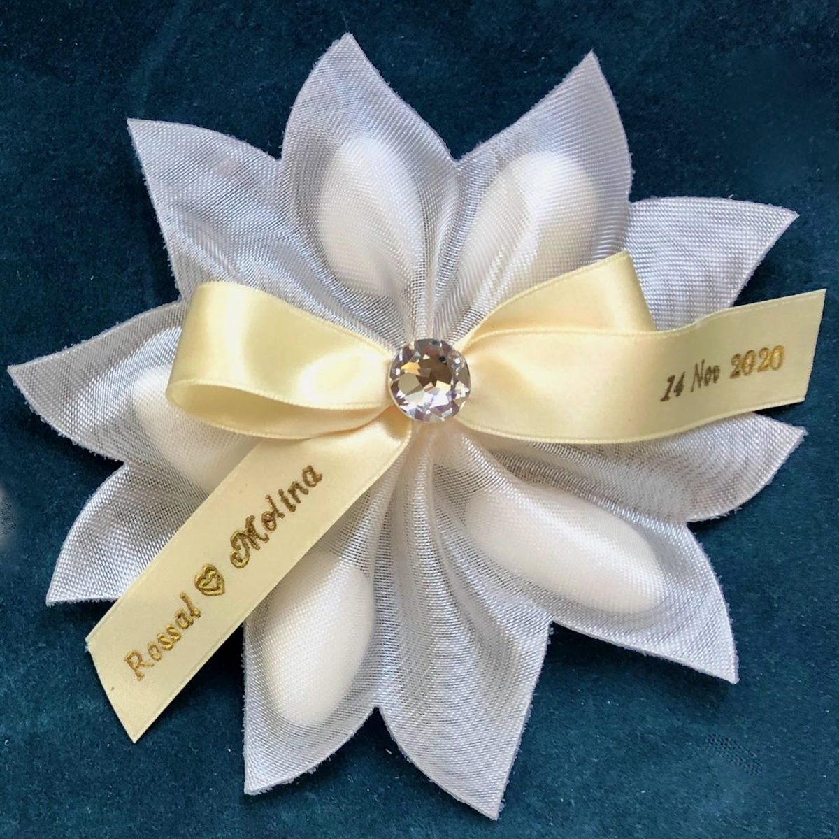 Portofino Ribbon Flower With 5 Jordan Almonds