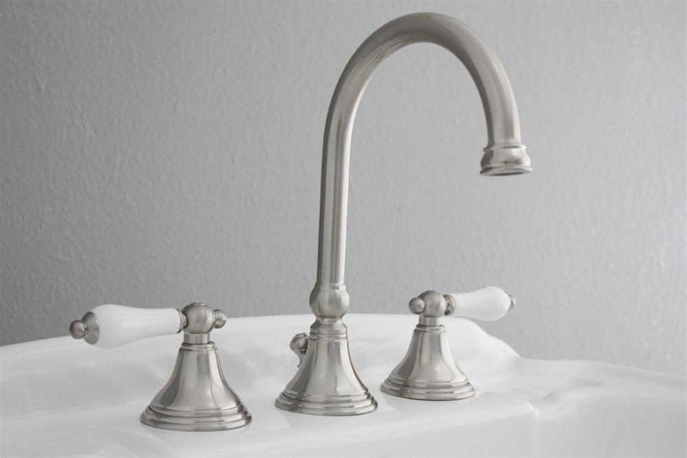 Vintage Lavatory Sink Faucet Brushed Nickel Bathroom Faucet Efsbn