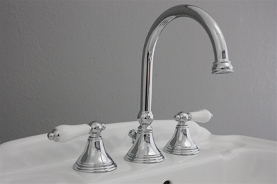 "<span class=""newbadge"">Clearance Sale!</span>EFSCHR Edwardian Sink Faucet in Chrome<br>"