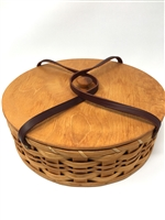 Beautiful Amish-made covered pie basket with fabric liner. This basket is completely handmade by Sara and Lydia, two lovely Amish ladies located in southern Minnesota.