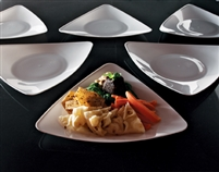 "EMI-Yoshi EMI-TRP9 9"" Triangle Disposable Plastic Luncheon Plates"