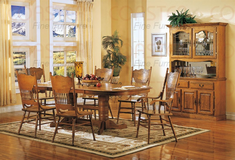 For Sale Country Kitchen Table With  Chairs