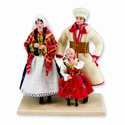 "The family from Krakow ​size is approx 7.5"" x 5.75"" x 3.25"". ​These dolls are perfect, clothed in authentic regional folk costumes, as certified by the Polish Ministry of Culture."