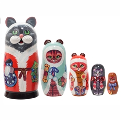 All the way from the North Scratching Pole come our Christmas Cats nesting dolls. All good cat lovers will want to include this on their holiday wish lists!