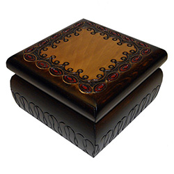 This beautiful handmade lockable square box is made of seasoned Linden wood, from the Tatra Mountain region of Poland.  The skilled artisans of this region employ centuries old traditions and meticulous handcraftmanship to create a finished product of unc