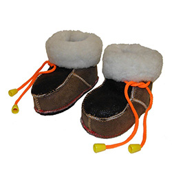 These beautiful hand sewn, fur lined leather baby booties are ultra light and come in a variety of colors. Indoor use only. Made In Poland.
