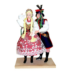 The Krakow costume is considered to be Poland's national folk costume and is certainly the best known.  These dolls have poseable arms.  Whether you're adding to a collection or just starting one out. These dolls are perfect, clothed in authentic regional