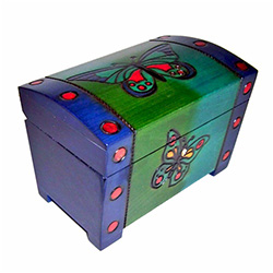 This colorful locking chest is lined on the inside bottom and nicely detailed.