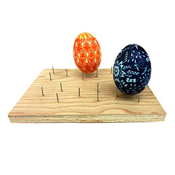 Holds up to 6 eggs for varnishing. It can also be used to melt wax from the egg in the oven. Instructions included.