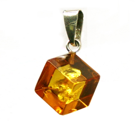 pendant a setting green and silver amber in