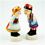 A great Polish gift idea is found in this unique ceramic salt and pepper set. S&P set features Polish kissing boy and girl in Krakow costumes.