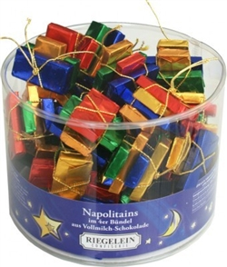 Made In Germany this drum contains 25 sets of 4 milk chocolate tables wrapped in shiny foil paper and tied with golden color stretch cord. These make great little gifts for the Christmas holidays. Allergy info - May contain traces of hazelnuts and peanuts