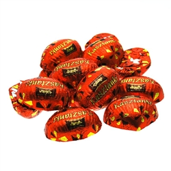 Kasztanki entered Polish living rooms as a hit in the 70's. They quickly appealed to consumers. They are loved equally by the young and old. Delicately covered in dessert chocolate, they conceal a crunchy wafer and cocoa filling