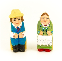 Hand carved and painted by Tadeusz Lesniak, our little couple is dressed in Rzeszow costume from southern Poland.