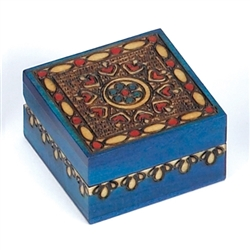 This bright box is decorated with a floral heart design and vibrant aquamarine finish.