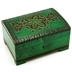 This beautiful locking box is made of seasoned Linden wood, from the Tatra Mountain region of Poland.  The skilled artisans of this region employ centuries old traditions and meticulous handcraftmanship to create a finished product of uncompromising quali