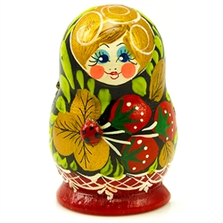 A great little souvenir of the Russian stacking dolls.  This magnet is hand painted in Russia.  Designs vary.