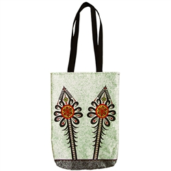 Heavy duty tote bag in 100% polyester which features the beautiful Goral Parzenica design with a small inside pocket.