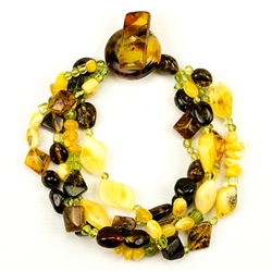 Bozena Przytocka is a designer of artistic amber jewelry based in Gdansk, Poland. Here is a beautiful example of her ability to blend