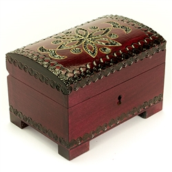 This beautiful locking box is made of seasoned Linden wood, from the Tatra Mountain region of Poland. The skilled artisans of this region employ centuries old traditions and meticulous handcraftmanship to create a finished product of uncompromising qualit