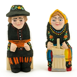 Hand carved and painted by folk artist Tadeusz Lesniak, our little couple is dressed in Lowicz costume from central Poland.