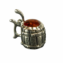 Hand made with Sterling Silver detail, our silver beer stein has a golden head of amber and a lid that flips open.