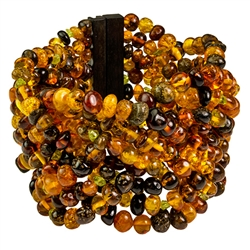 Bozena Przytocka is a designer of artistic amber jewelry based in Gdansk, Poland. Here is a beautiful example of her ability to blend amber and peridot to create a stunning bracelet.