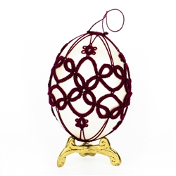 This beautifully designed chicken egg is painted silver and surrounded in a tatted design.