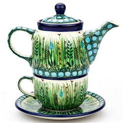 "Pattern designed and signed by master artist Krystyna Dacyszyn The artist has been connected with the Artistic Handicraft Cooperative ""Artistic Ceramics and Pottery"" since 1990. A pattern designer since 2002. Unikat pattern U4636."
