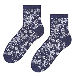 Folk is in fashion and these beautiful Polish hosiery featuring a traditional Kashub floral design. Made in Lowicz, Poland.