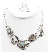metal shapes and shells necklace set