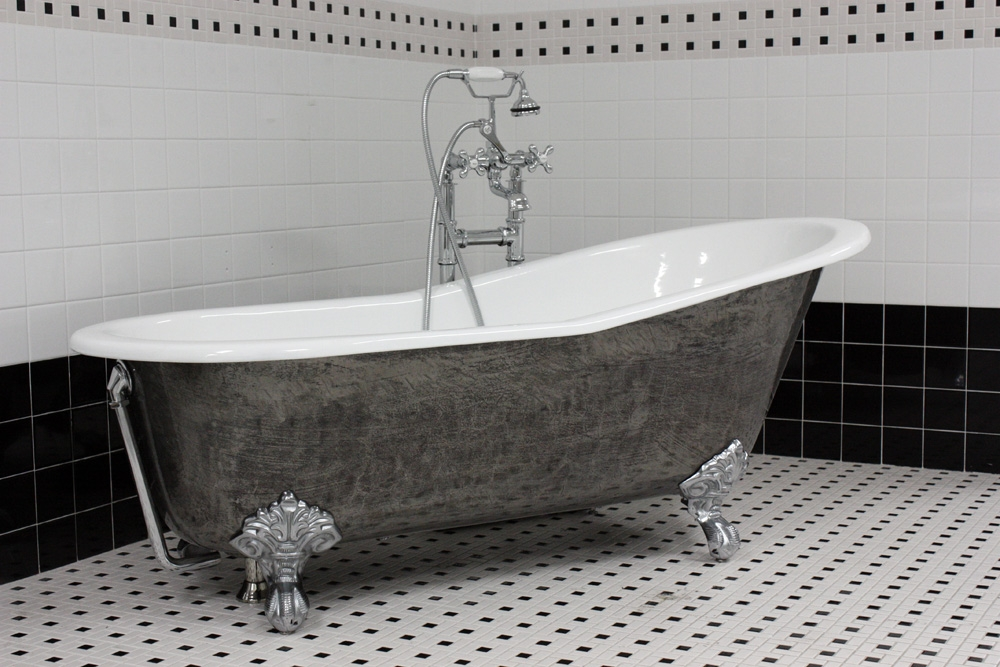 The Kelso 67 Cast Iron Single Slipper Clawfoot Tub With A HAND
