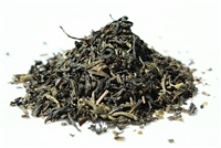 This is a decaffeinated Chinese Sencha green tea processed by the steam method after harvesting.