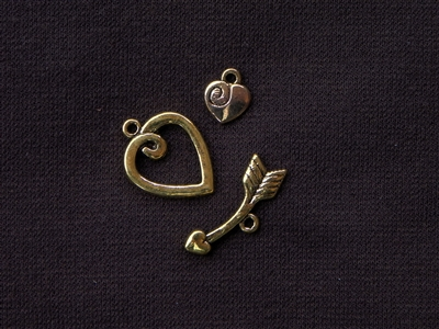 Toggle Clasp Three Piece Heart & Broken Arrow With Side Charm Gold Colored