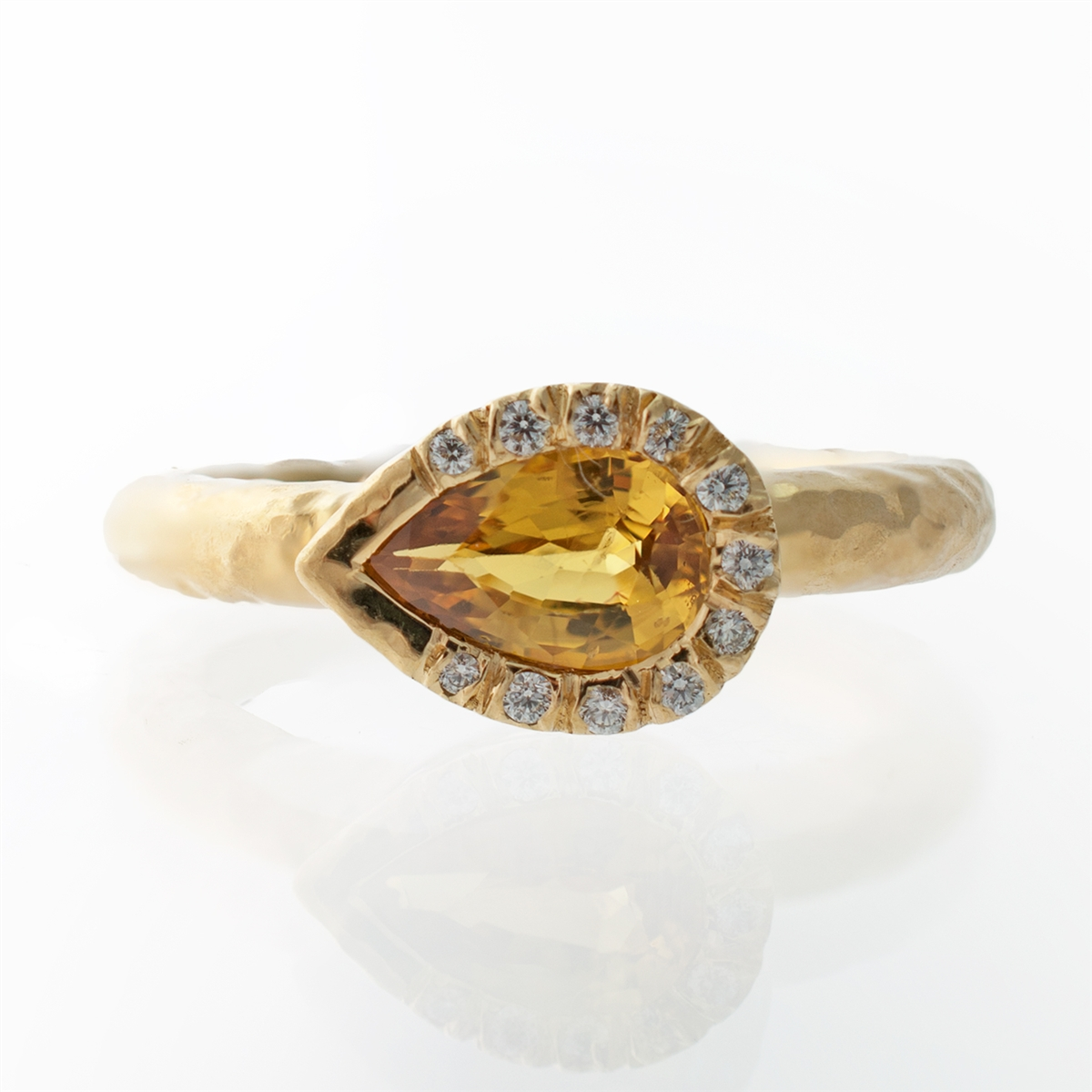 rings products yellow gemstone urban yuj bezel gems sapphire lisa eldridge carats ring gold