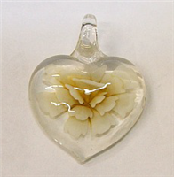 GP1-08-01 GLASS HEART PENDANT WITH FLOWER