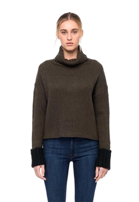 John + Jenn Oliver Sweater in Hunter