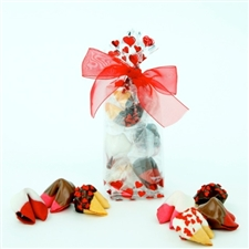 This adorable valentine has 6 assorted chocolate covered cookies in our most popular valentine flavors!