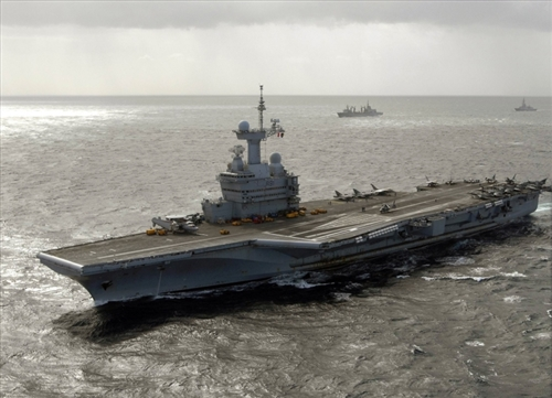 French Navy Charles de Gaulle Class Nuclear-Powered Aircraft Carrier -  Charles de Gaulle (R91) (1:700 Scale)
