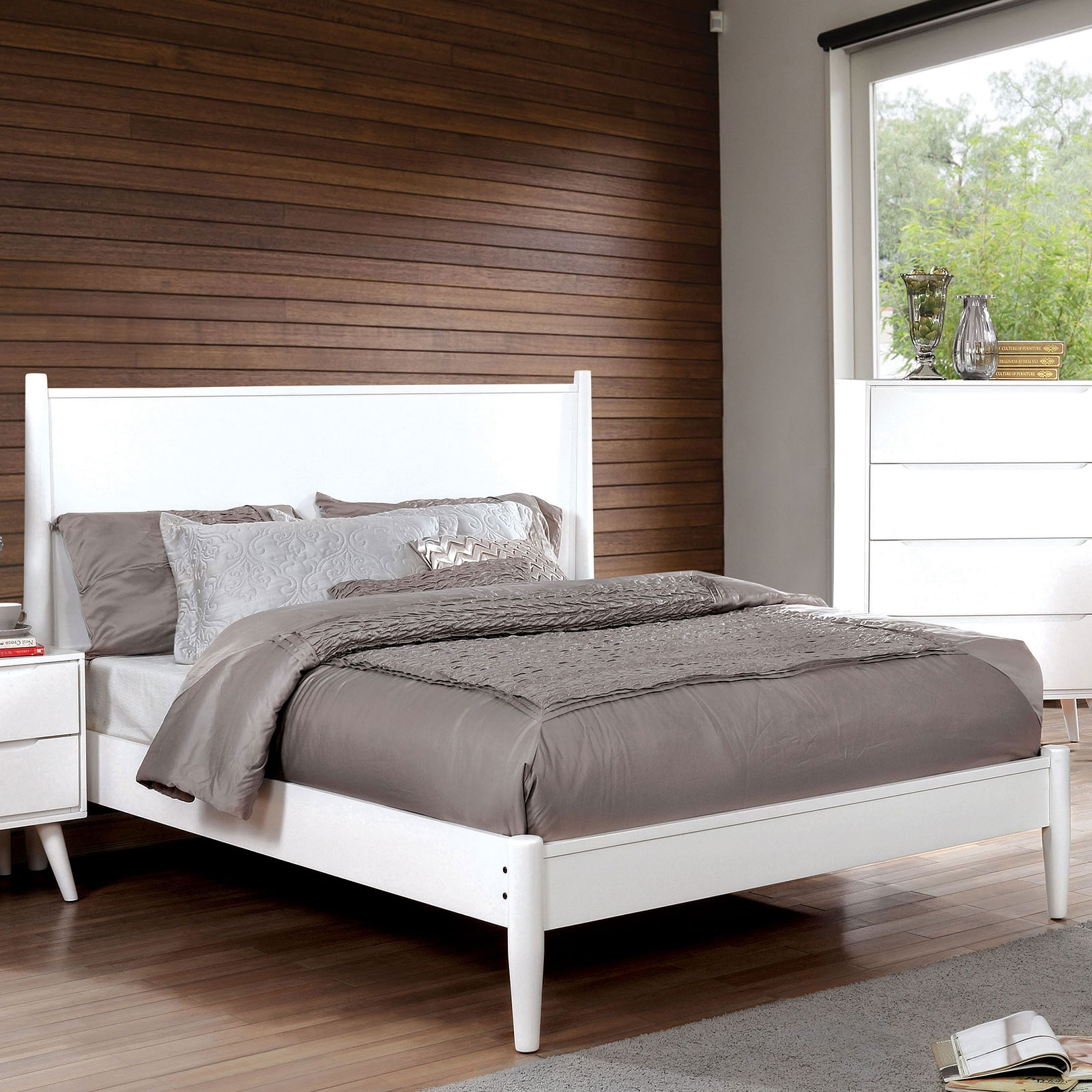 Lennart Ii White Finish Mid Century Modern Queen Bed