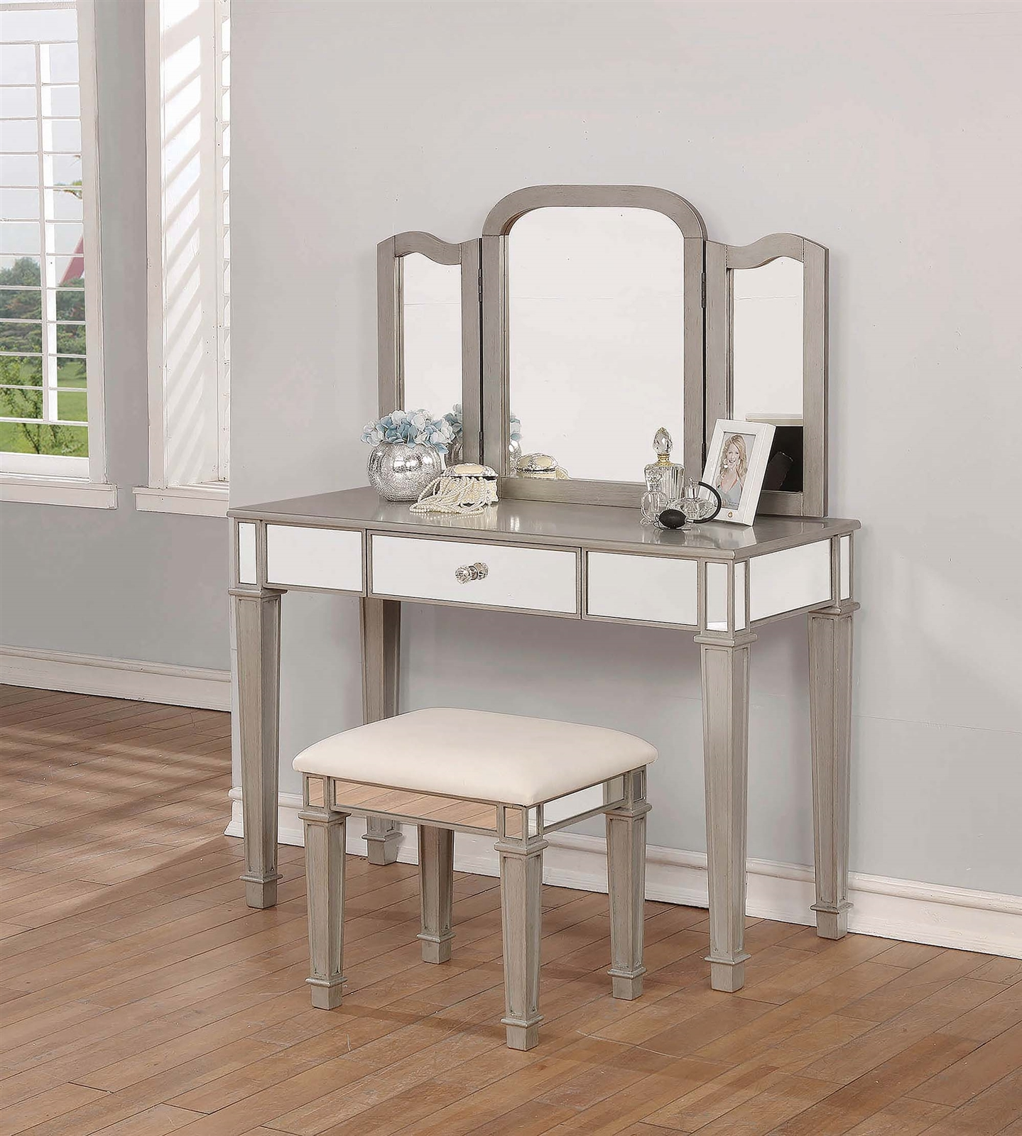 Janise Contemporary Metallic Platinum Glam Style Vanity Set