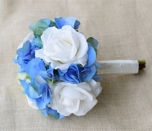 Natural Touch Open Off White And Blue Roses Bouquet