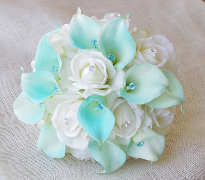 Natural Touch White Roses And Tiffany Calla Lilies Bouquet Mint
