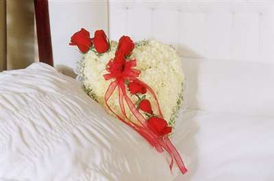 Elegant Tribute White Casket Heart