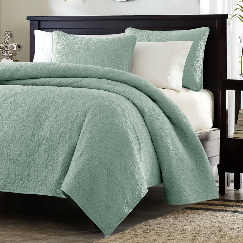 Lovely Full / Queen Seafoam Blue Green Quilted Coverlet Quilt Set With 2 Shams