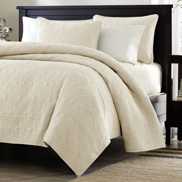 Nice Twin / Twin XL Size Quilted Coverlet Set With One Pillow Sham In Ivory