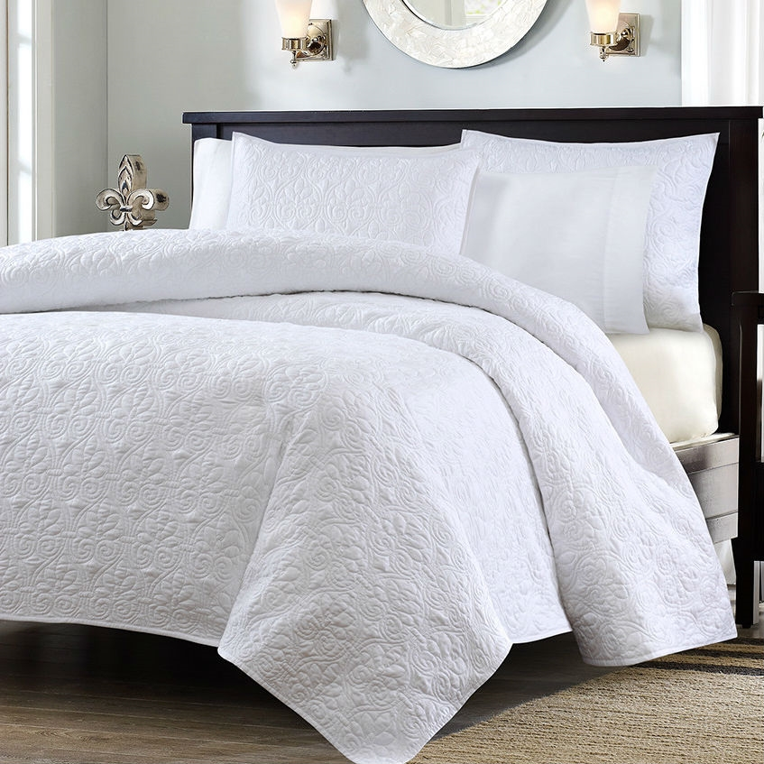 Full Queen Size White Quilted Coverlet Set With 2 Shams