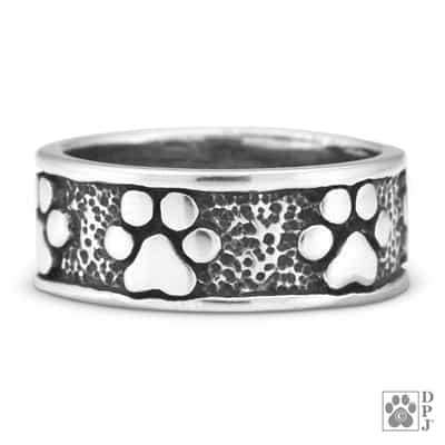 Wide band paw print ring
