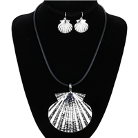 THE SHELL NECKLACE SET
